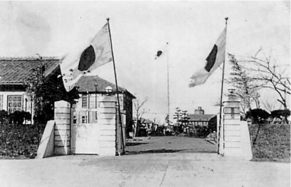 画像:旧陸軍兵器学校正門前